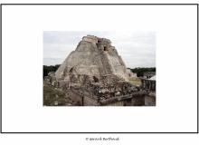 Pyramide d'UXMAL (Yucatan Mexique)
